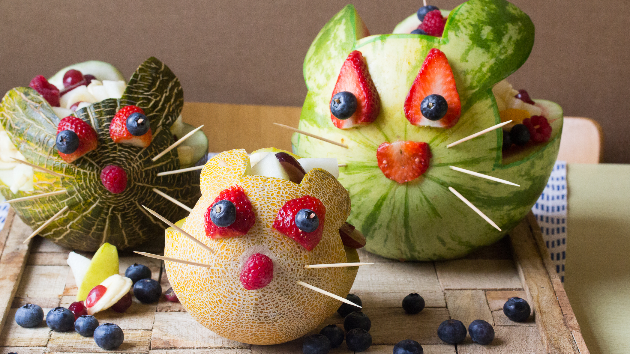 De familie paashaas gevulde meloenen met heerlijke fruitsalade vtm koken - Versier een kleine woonkamer ...