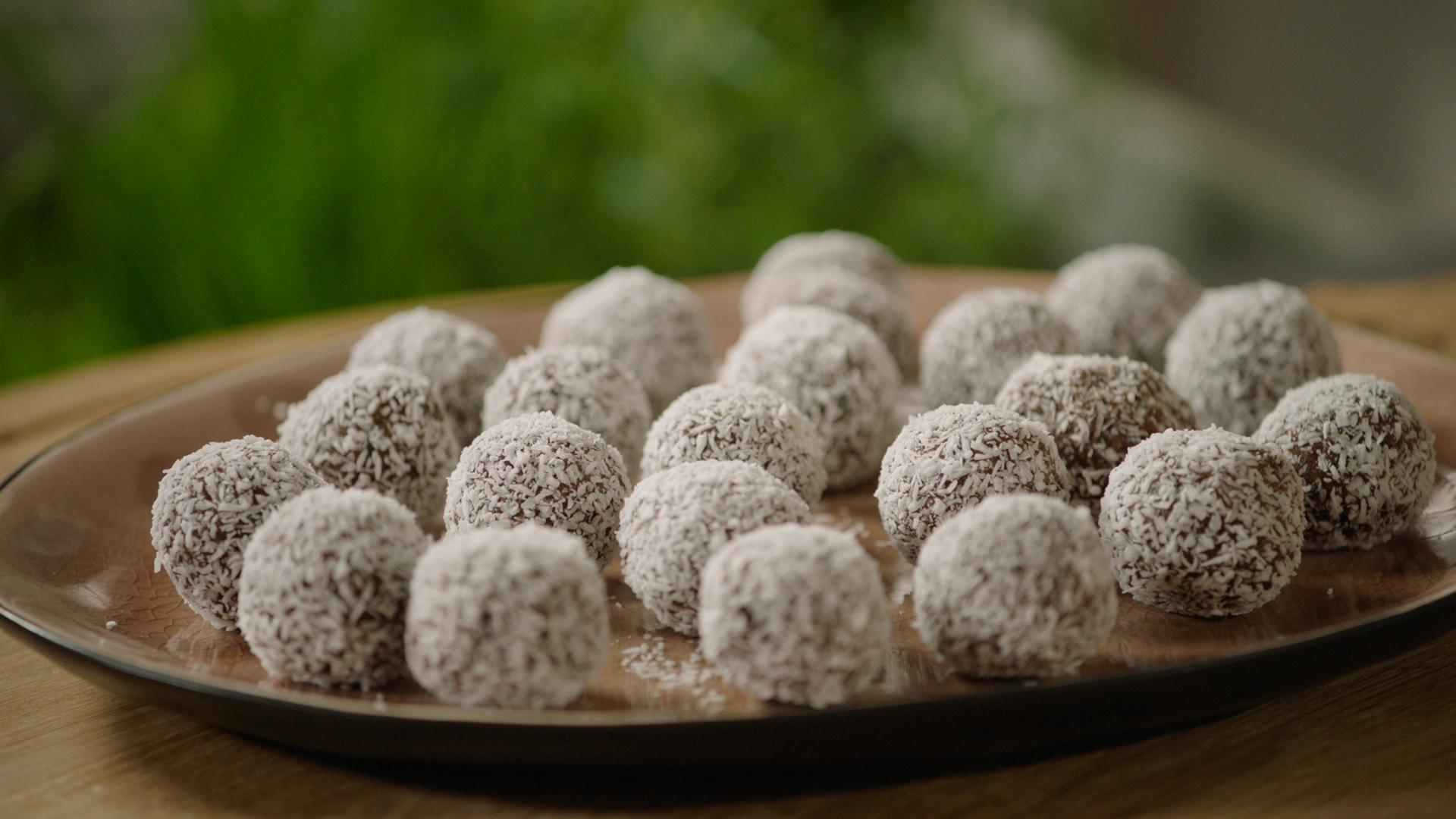 Kokosballetjes met noten en chocolade | VTM Koken