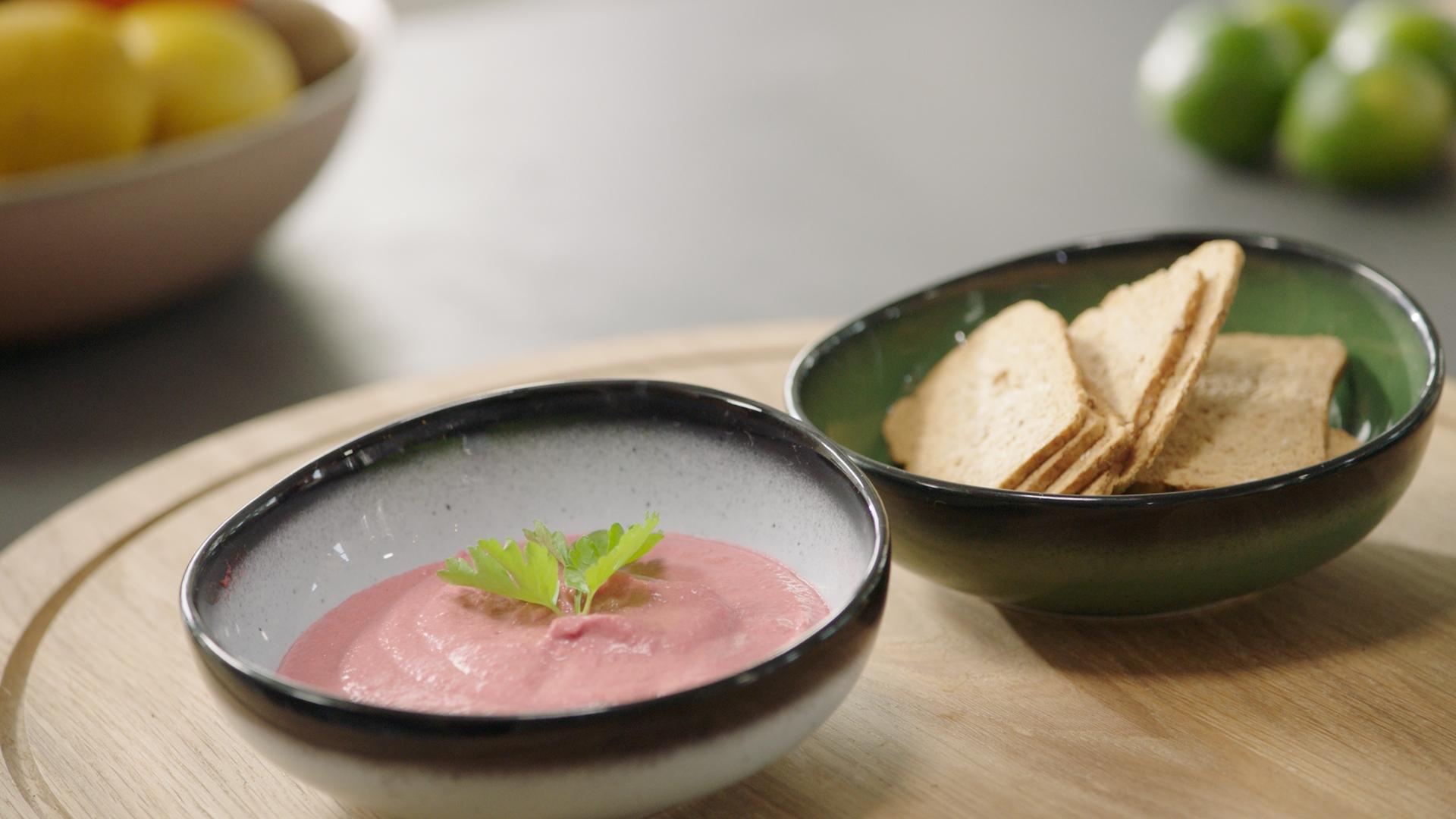 Hummus van rode biet van sandra bekkari vtm koken - Keuken met rode baksteen ...
