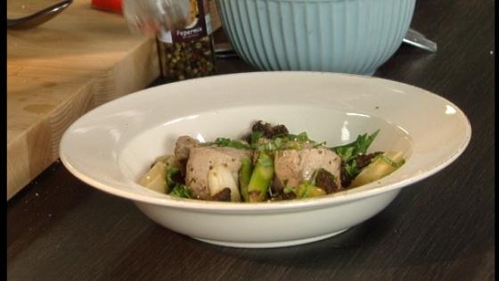 Gestoomd varkenshaasje met groene asperges vtm koken - Groene en witte keuken ...