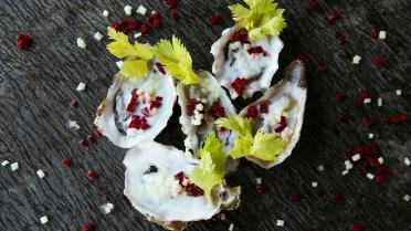 Oesters met Granny Smith en rode biet