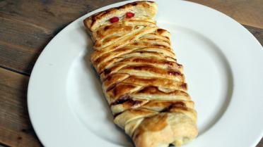 Worstenbroodjes maken bladerdeeg knakworst