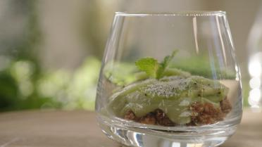 Trifle van kiwi, avocado en notencrumble